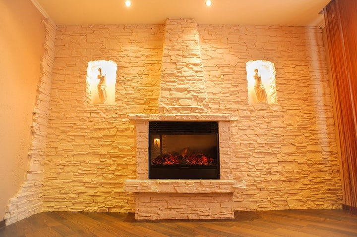 Spacious suite in the city center with a fireplace