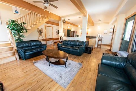 Great White Buffalo Lodge - downtown Revelstoke