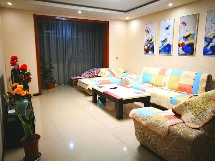 邛海免费景区宽敞、通透、温馨三居室