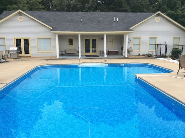 Large Confortable Pool House Ranch