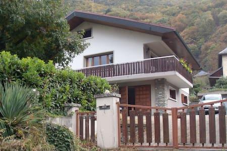 RDC maison - Calme et spacieux - Garage et jardin