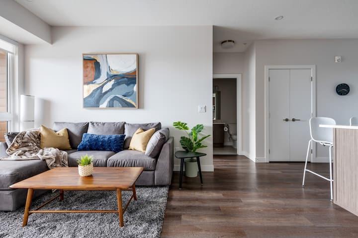 Top Floor Chic Apartment/Free UNDGR Parking