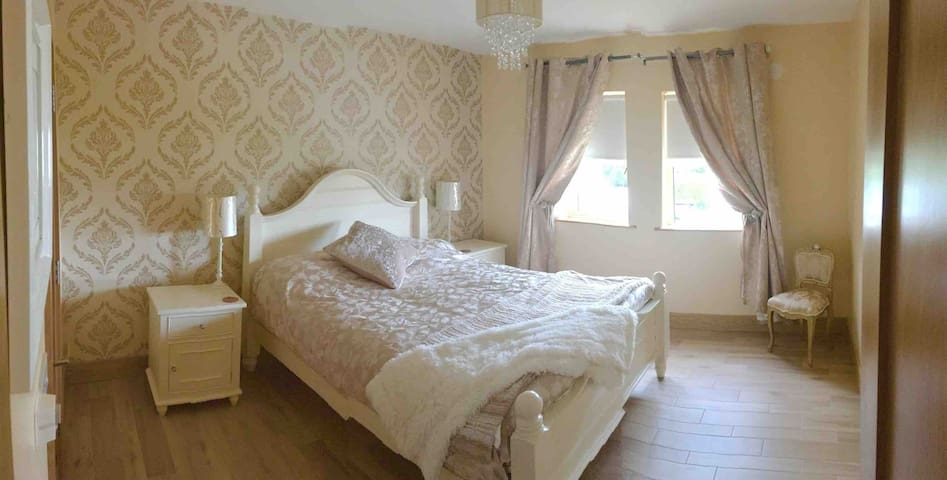 Private double bedroom-ensuite toilet & shower