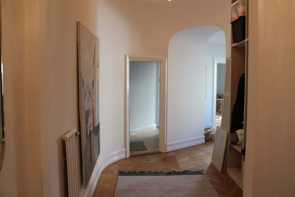 Hallway leading in to the dining room