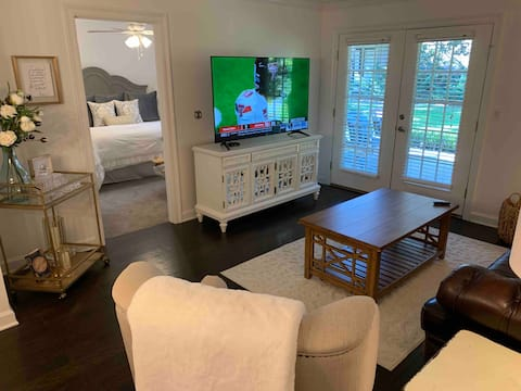 Updated 2BR 2BA condo walking distance to stadiums