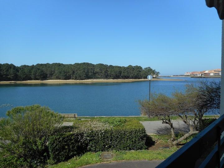 T2 au bord du lac marin avec vue mer.