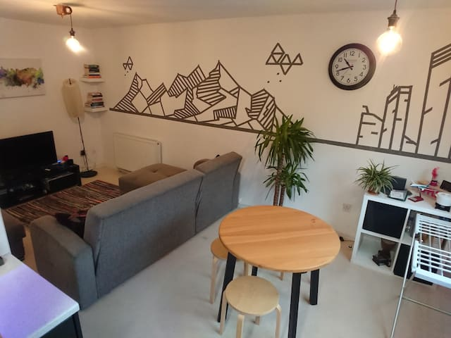 Quirky flat near tram/train around GrMCR