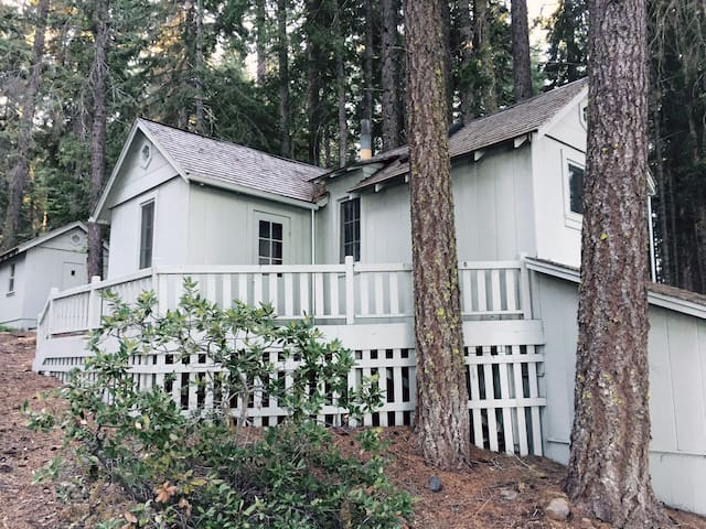 Duck Cottage, Lake of the Woods, Cabin on the lake - Klamath Falls - Houten huisje