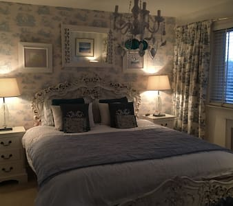 Charming Double w/ Super King Bed - Balfron