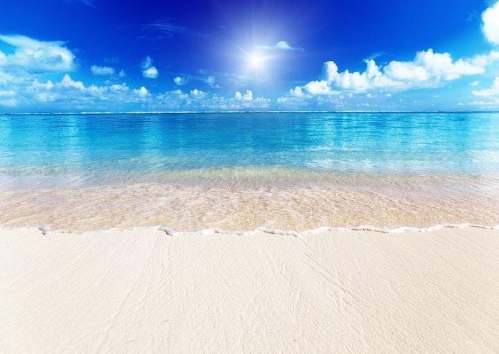 Siesta Key Beach across the street ideal location