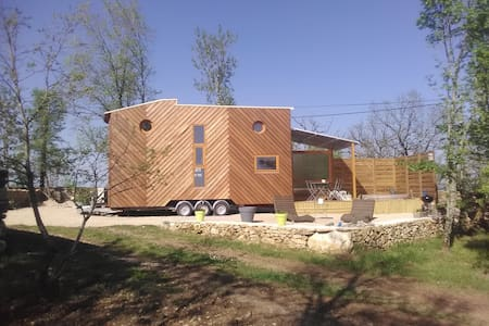 TINY HOUSE & SPA dans le LOT