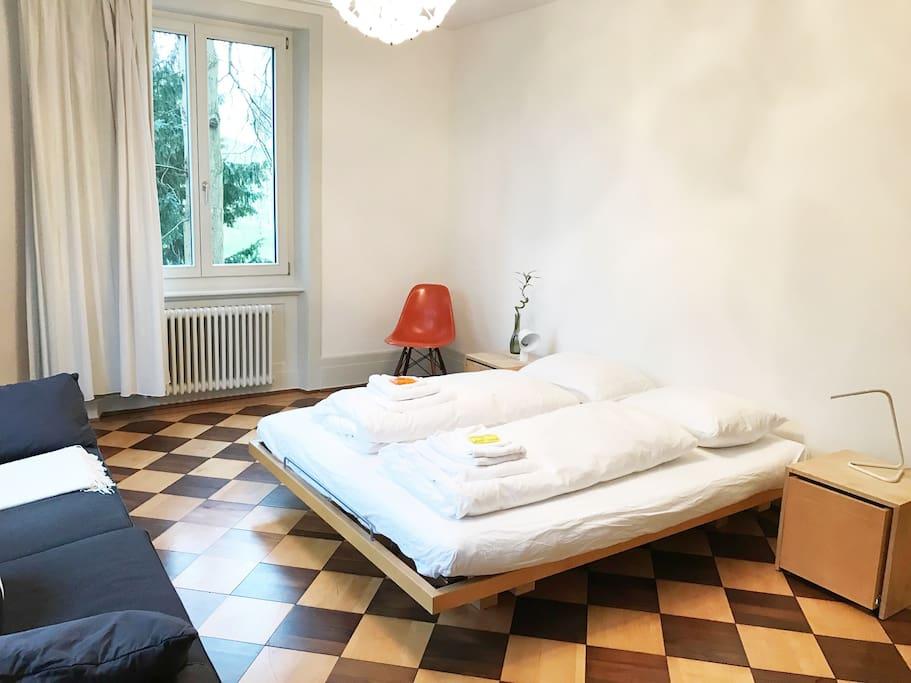 parques rietberg spacious double bed breakfasts zur miete in z rich z rich schweiz. Black Bedroom Furniture Sets. Home Design Ideas