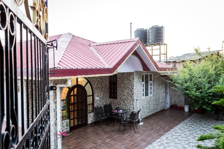 OYO Exotic 3BHK Abode on Khanyara Road - Discount Alert⚠