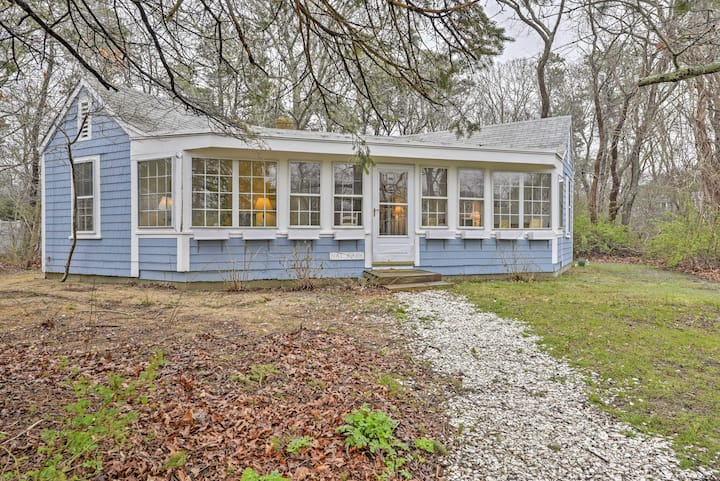 Quaint Eastham Cottage w/Patio-Mins to the Shore!