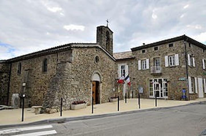Chambre spacieuse et calme au cœur de l'Ardèche - Saint-Georges-les-Bains