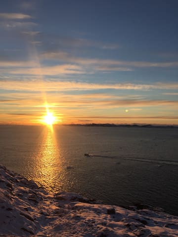 Cosy home with a beautiful seaview - Nuuk - Apartment