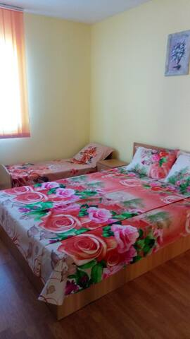 room3/camera3 - plus kids bed