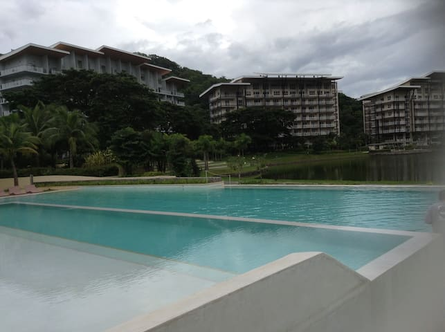 Pico de Loro country and beach club