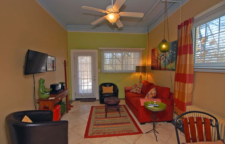 Cute apt. Super location! No pet/cleaning fees