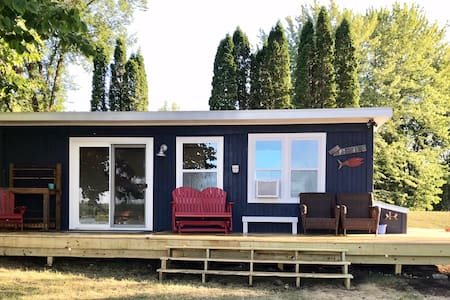Completely remodeled cozy cabin with sandy beach!