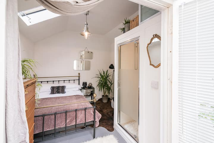Your private haven in Hastings Old Town + parking
