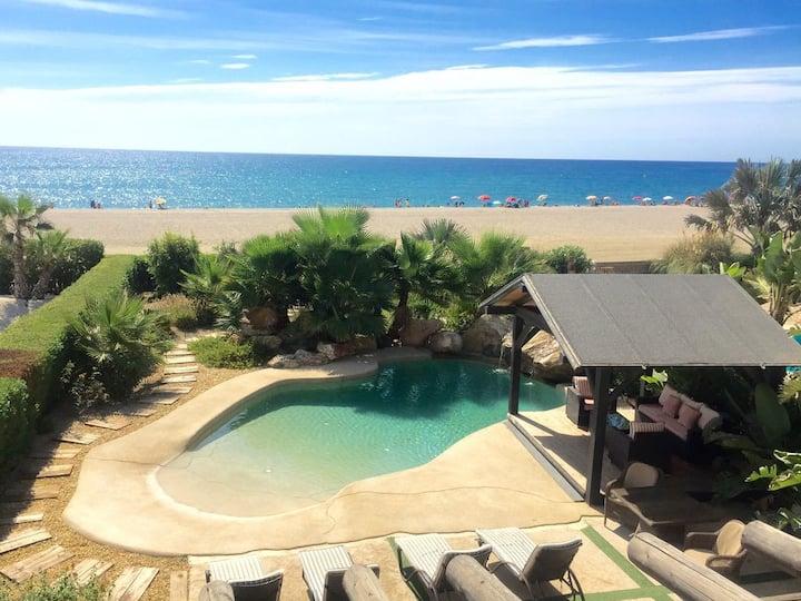 Villa en primera linea de playa