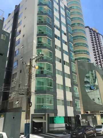 CAMBORIÚ Ap  quadra do mar - Balneário Camboriú - Appartement