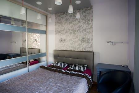 Cornelia Apartment - Poznański - Leilighet