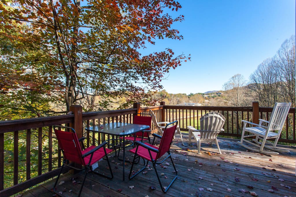The back deck offers a patio table for al fresco meals.