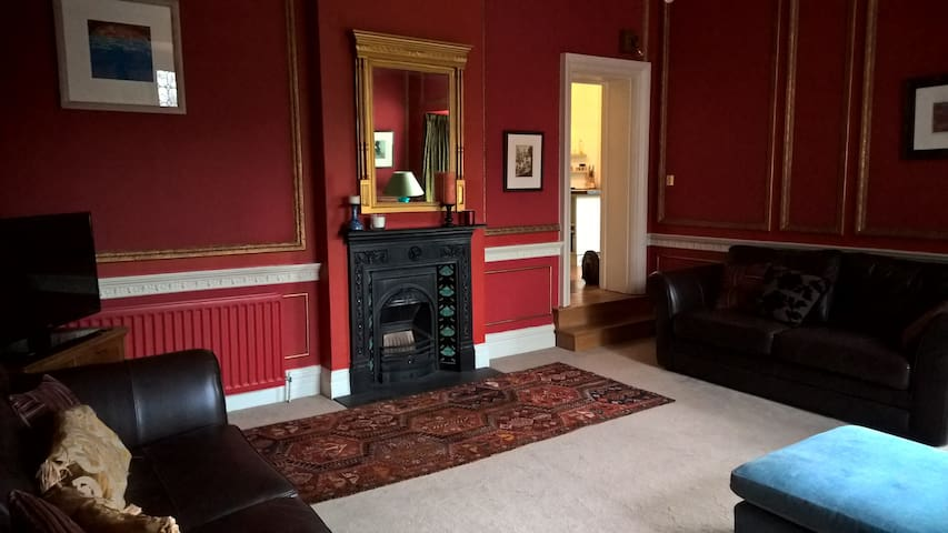 Aston Hall - Very spacious luxury 2 bed apartment