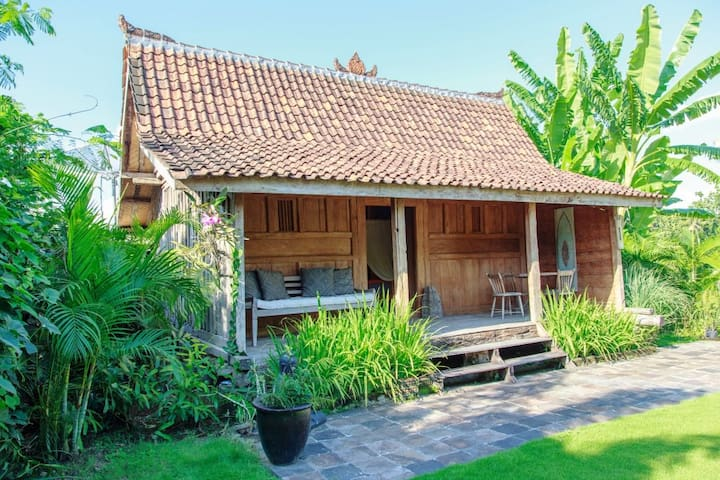 ANTIQUE JAVANESE TEAK HOUSE. - Tabanan - House