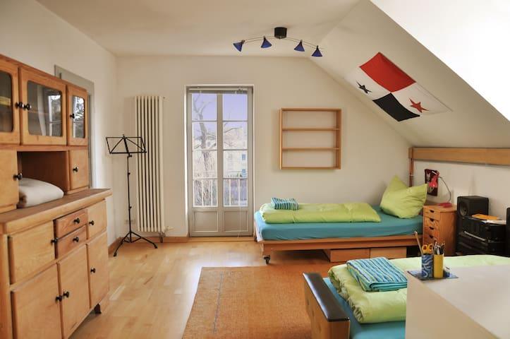Schöne Wohnung in der Sommervilla Putjatins