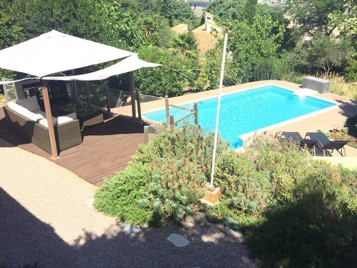 Villa de charme avec piscine privée au calme