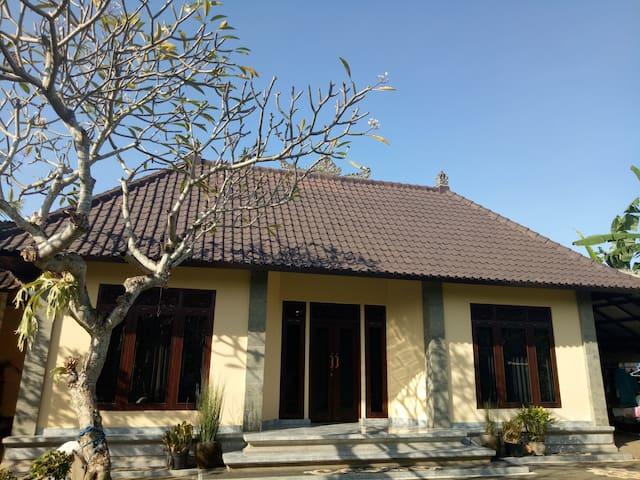 Bali Vania House - Sukawati - Casa de huéspedes