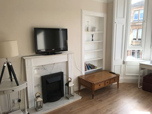 Glasgow 1 bed whole flat - 6 mins to centre
