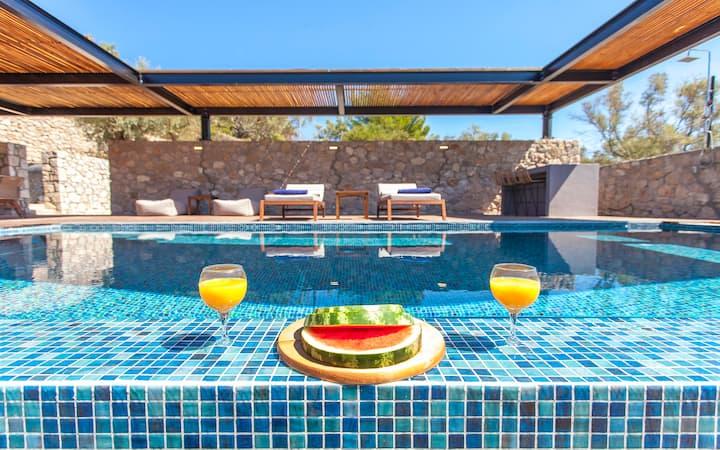 Villa Naya with Stunnig Seaviews and Private Pool
