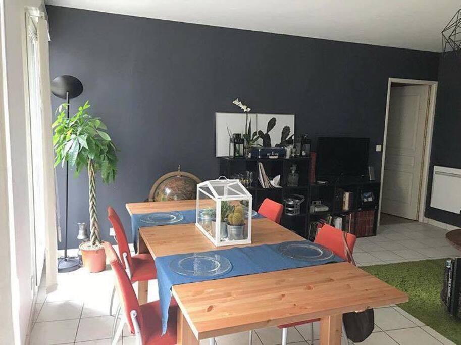 Séjour et table pour diner / Living room & dinner table