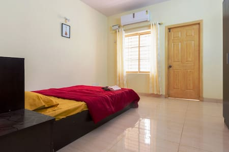 Air-conditioned en-suite bedroom with balcony - Bengaluru