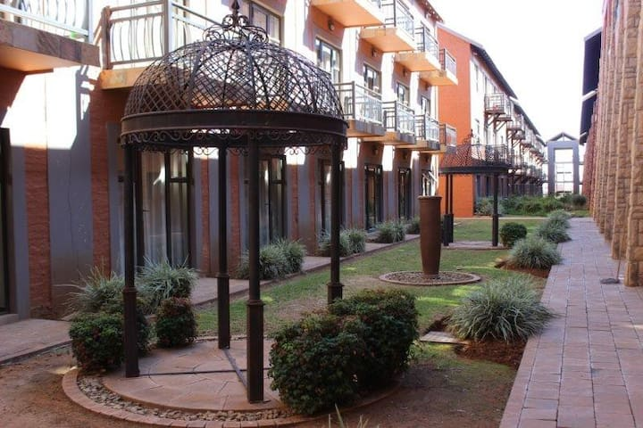 BEAUTIFUL APARTM A18 SITUATED IN BAINS GAME LODGE