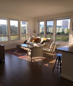 Luxury 2BDR in Heart of Irvine for Work or Study - Lakás