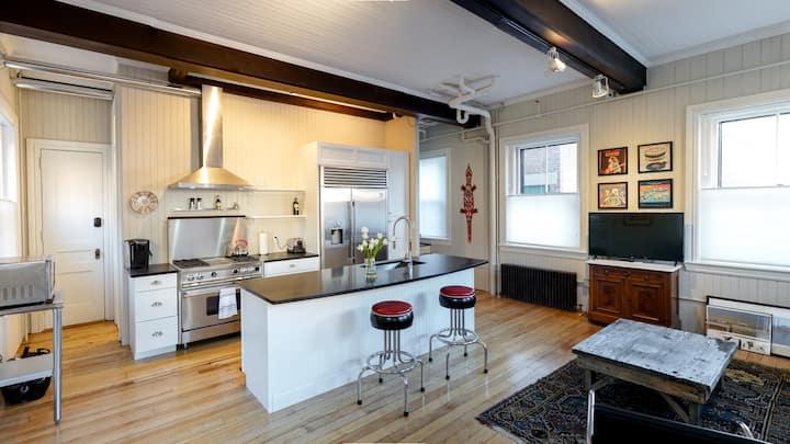 Vibrant 2 Level Apartment