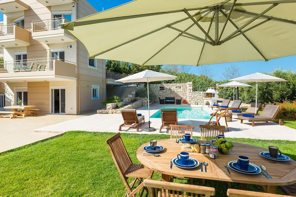 Big outdoor area with: swimming pool, barbecue, seating areas, dining areas, sun beds, umbrellas,etc