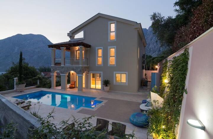 Marvellous villa in Kotor Bay