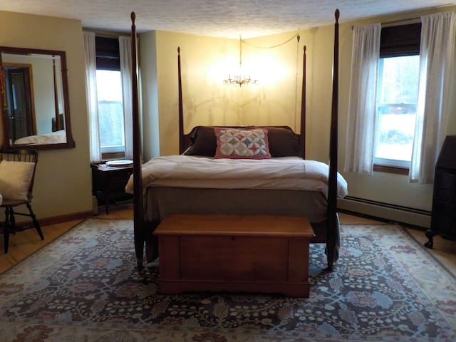 Spacious Master Suite at Moondance Meadow
