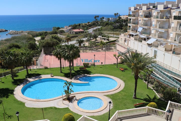 seafront apartmet with pool for 6