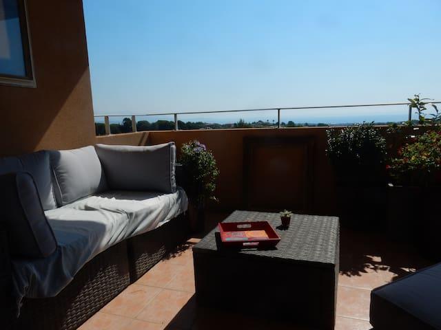 Appart. avec belle terrasse, piscine et vue mer. - Biot - Departamento