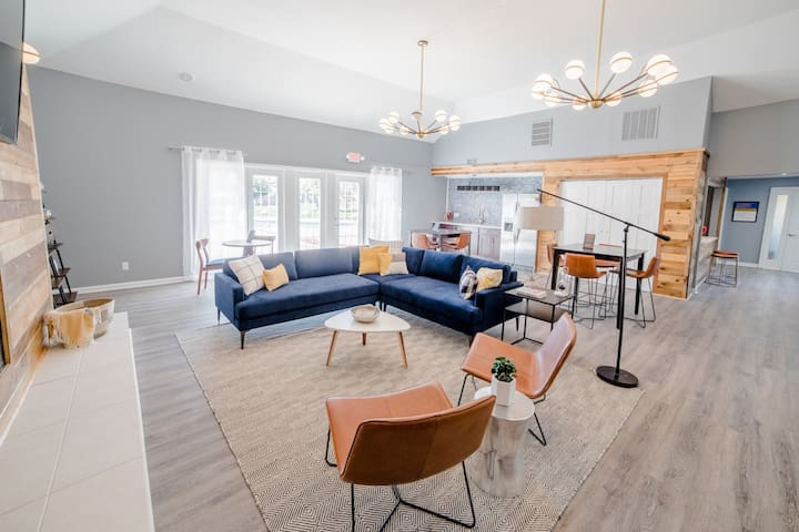 Upscale 1BR with pool, patio and more in Indy