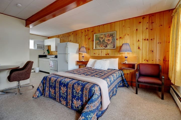Deerview Lodge & Cabins Daily, Weekly, Monthly