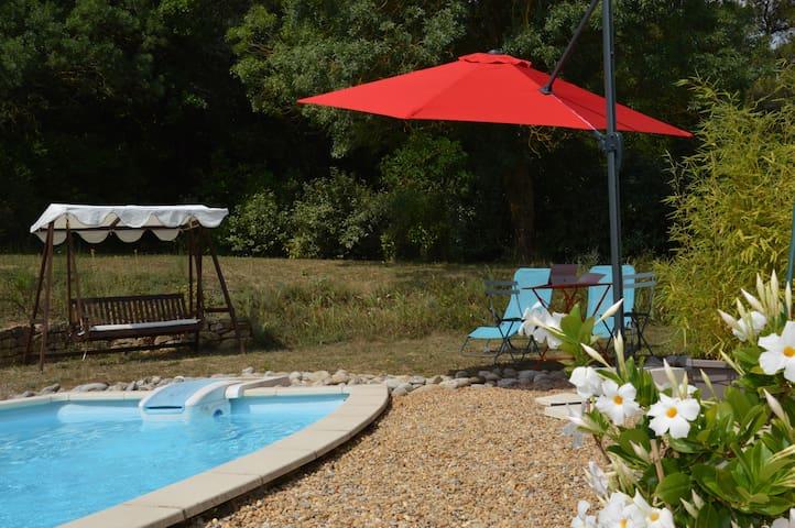 La Douce Parenthèse  , Gite de charme avec piscine