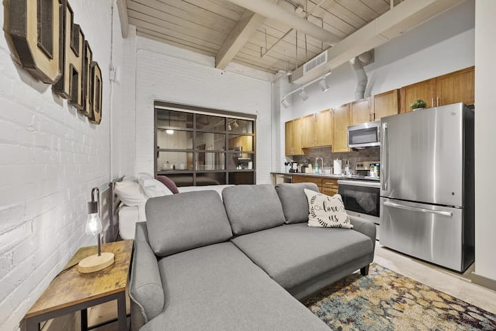 Brooklyn Style Studio Loft in the HEART of Superior Arts District #107